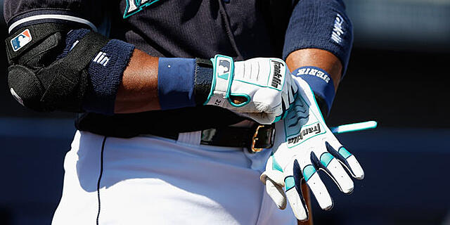 robinson-cano-custom-batting-gloves-top-right.jpg